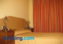 玛丽亚荣达旅馆 - 马德里 - 睡房