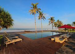 阿玛塔海滩度假酒店 - 纳库拉 - 塔巴南 - 游泳池