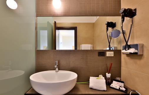 法尔内塞加贝斯特韦斯特优质酒店 - 帕尔马 - 浴室