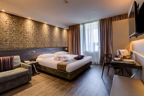 法尔内塞加贝斯特韦斯特优质酒店 - 帕尔马 - 睡房