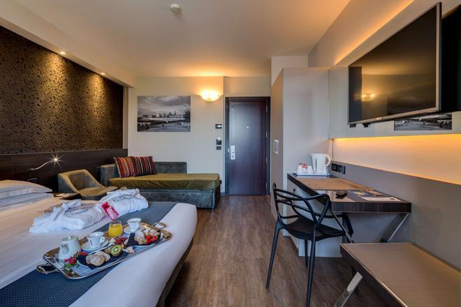 法尔内塞加贝斯特韦斯特优质酒店 - 帕尔马 - 客厅