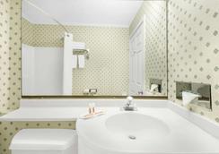 莫米速8酒店 - 莫米 - 浴室