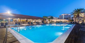 贝斯特韦斯特银河酒店 - 拉加纳斯 - 游泳池