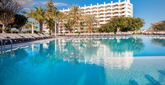 玛格丽塔奥赛迪特酒店 - 马斯帕洛马斯 - 游泳池