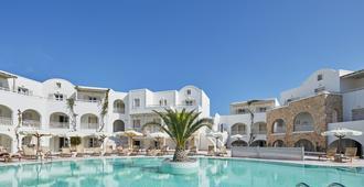 爱琴海广场酒店 - 卡马利 - 游泳池