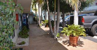 海滨汽车旅馆 - 雷东多海滩 - 户外景观