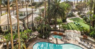 费尔蒙米拉马尔酒店&单层小屋 - 圣莫尼卡 - 游泳池