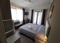 萨马纳海滩民宿 - 切萨雷奥港 - 睡房