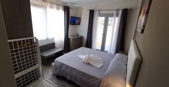 萨马纳家庭旅馆 - 切萨雷奥港 - 睡房