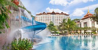 清迈香格里拉大酒店 - 清迈 - 游泳池