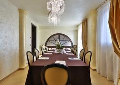 精品米兰皇宫贝斯特韦斯特酒店 - 摩德纳 - 会议室