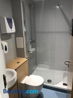 格伦尼维斯青年旅舍 - 威廉堡 - 浴室