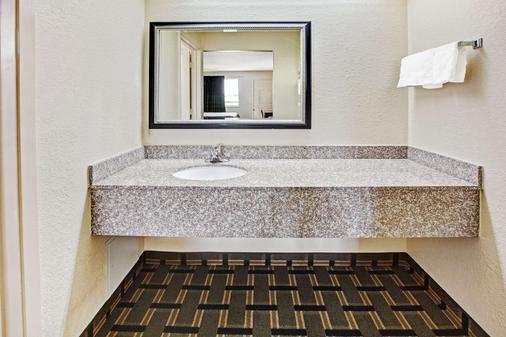 贝敦速8汽车旅馆 - 贝敦 - 浴室