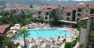 绿松石俱乐部酒店 - 马尔马里斯 - 游泳池