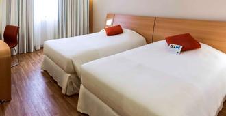 特雷斯菲盖拉斯阿雷格里港诺富特酒店 - 阿雷格里港 - 睡房