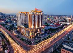 乌兰巴托城市中心华美达酒店 - 乌兰巴托 - 建筑