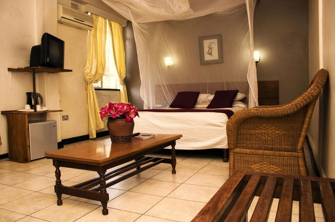 卢萨卡酒店 - 路沙卡 - 睡房