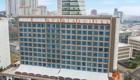 墨西哥城圣塔菲斯塔迪亚套房酒店 - 墨西哥城 - 建筑