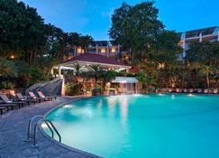 圣萨尔瓦多喜来登总统酒店 - 圣萨尔瓦多 - 游泳池