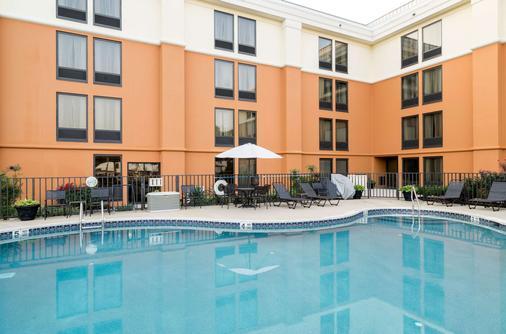 纽瓦克康福特茵酒店 - Newark - 游泳池