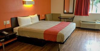 德克萨斯州伍德威 6 号汽车旅馆 - 韦科 - 睡房