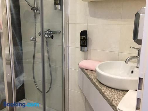 艾姆拉奥斯酒店 - 巴特莱辛哈尔 - 浴室