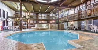 穆斯乔旅馆 - 穆斯乔 - 游泳池