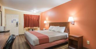 罗德威套房酒店 - 梅肯 - 睡房