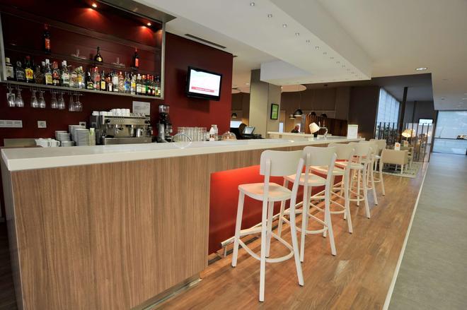 马拉加机场康铂酒店 - 马拉加 - 酒吧