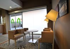 马拉加机场康铂酒店 - 马拉加 - 大厅