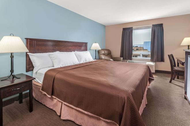 埃德蒙顿南速8酒店 - 埃德蒙顿 - 睡房
