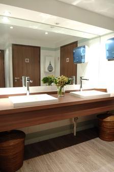 贝斯特韦斯特杜邦威尔逊酒店 - 里昂 - 浴室