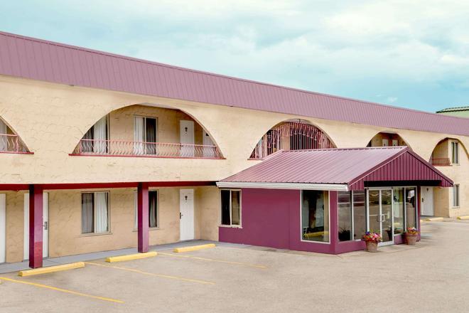 坎卢普斯市中心豪生酒店 - 坎卢普斯 - 建筑
