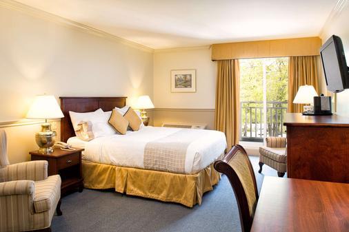 湖上酒店,阿桑德连锁酒店 - Fall River - 睡房