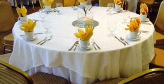 布瑞克斯套房飯店 - 柏斯海滩 - 宴会厅