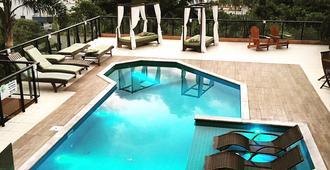 巴梅拉旅馆 - Bombinhas - 游泳池