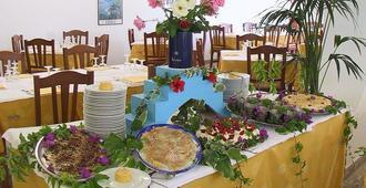 旅游酒店 - 切法卢 - 餐馆