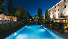 普罗旺斯地区艾克斯大洋洲艾斯卡勒酒店 - 普罗旺斯艾克斯 - 游泳池