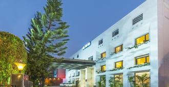 巴内斯瓦尔印度斯坦布酒店 - 布巴内斯瓦尔
