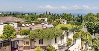 埃尔姆海军上将别墅酒店 - 代森扎诺-德尔加达 - 阳台