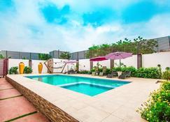 伯爵高地套房酒店 - 阿克拉 - 游泳池