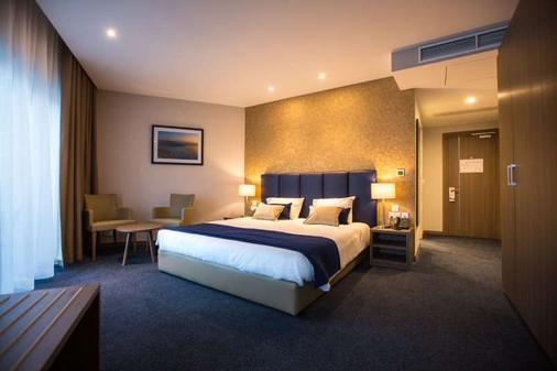 海滨酒店 - 斯利马 - 睡房