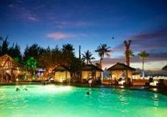 塞班世纪酒店 - 加拉班 - 游泳池