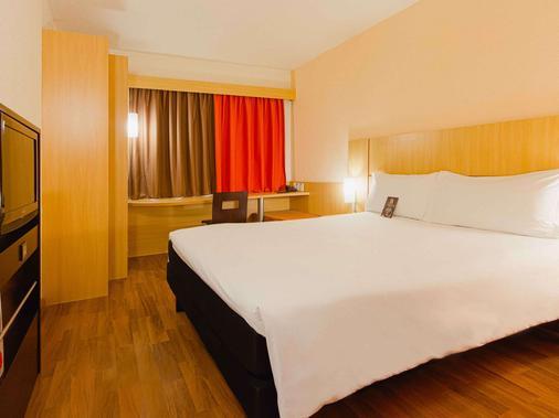 宜必思阿雷格里港机场酒店 - 阿雷格里港 - 睡房