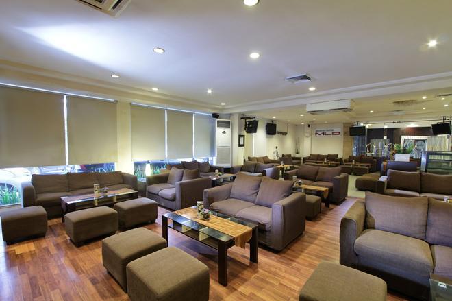 嘉鲁达广场酒店 - 棉兰 - 休息厅