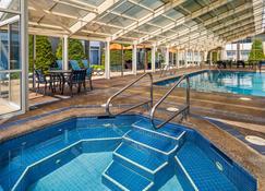 贝斯特韦斯特科达伦酒店 - 科达伦 - 游泳池