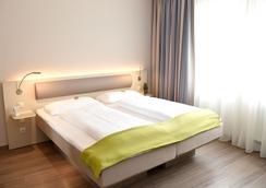 波恩城市酒店 - 波恩(波昂) - 睡房