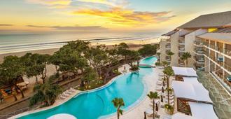 塞米亚克双六豪华酒店 - 库塔 - 游泳池