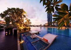 新加坡富丽敦(浮尔顿)海湾酒店 - 新加坡 - 游泳池