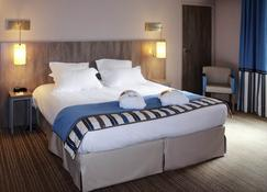 美居迪南基尔祖尔港口酒店 - 迪南 - 睡房